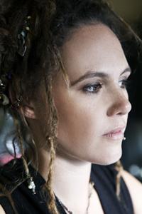 Singer-Songwriter Sheila Nicholls